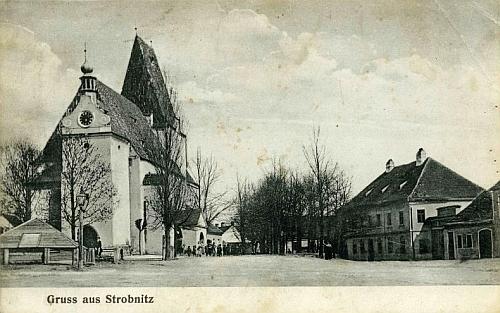 Farní kostel svatého Mikuláše v Horní  Stropnici a fara na pohlednici fotografa Franze Gölla z nedaleké Dobré Vody
