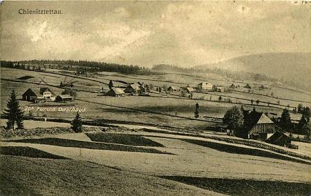 Zaniklá ves Vchynice-Tetov na staré pohlednici Josefa Seidela