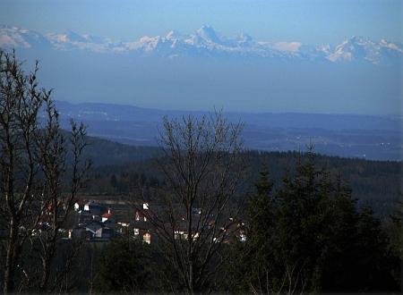 Pohled z Bučiny na alpské hřebeny