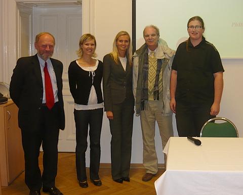 Na snímku z českobudějovické konference Genius loci, pořádané Jihočeským muzeem, je zachycen v říjnu 2010 s Dr. Zbyňkem Holubem atřemi účastníky z opavského Slezska