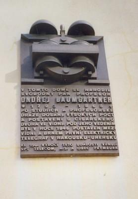 Rodný dům ve Frymburku s pamětní deskou