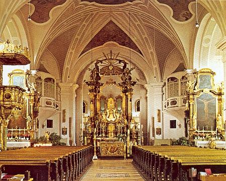 "Interiér poutního kostela ""U Svaté Krve"""