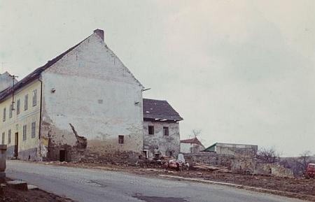 """Snímek z roku 1972 zachycuje místo, kde hostinec """"Zum Teufel"""" stával, nedlouho po jeho demolici"""