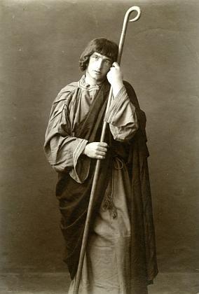 Otec v roli sv. Jana Evangelisty na snímku z inscenace hořických pašijových her roku 1923