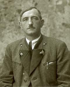Otec na snímku z konce 30. let dvacátého století