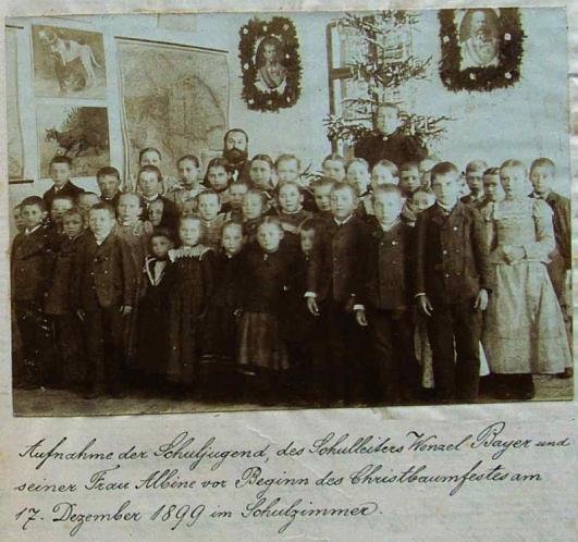 Tady je zachycen na snímku, vlepeném do školní kroniky, i se svou ženou Albinou a žáky v Šejbech, před začátkem vánoční slavnosti dne 17. prosince roku 1899 pod ověnčenými portréty císaře a jeho syna Rudolfa, už deset let po následníkově smrti sebevraždou v lednu 1889