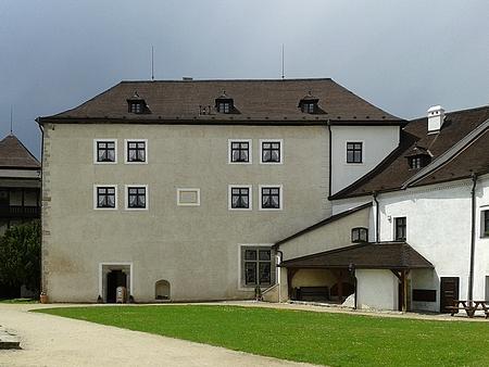 """Čp. 33 v Nových Hradech je """"starý hrad"""""""