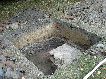 Při archeologickém průzkumu před stavbou parkovacího domu byla v roce 2013 odkryta část základů synagogy