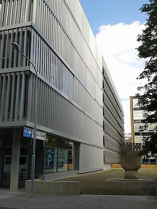 Novostavba parkovacího domu v roce 2015 - chrám 21. století?