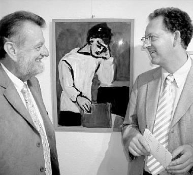 Její bratr Werner Beck (vlevo) při otevření výstavy jejích prací vHengersbergu roku 2008