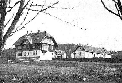 """Sem do knížecí schwarzenberské myslivny Schwarzwald (dnes lesní správa Uhlíkov) údajně jezdíval i Ralph Benatzky (podle Jihočeských listů z roku 1938 20.-21. srpna toho politicky horkého léta /jinak bylo prý počasí nepříznivé/ """"na zámeček Schwarzwald u Horní Plané"""" zavítal lord Runciman v neblaze proslulé misi, předcházející mnichovskému ortelu nad Československem)"""