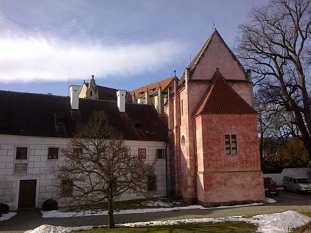 Malý konvent s gotickou kaplí Andělů Strážných