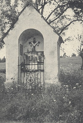 "... snímek z roku 1964 zachycuje kapli zvanou ""Hanesn-Marter"" takto..."