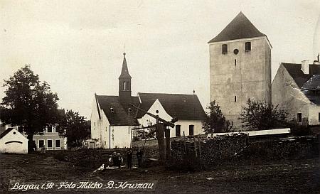Tvrz a kostel sv. Bartoloměje ve Slavkově na starých pohlednicích (viz i Leonhard Thür)
