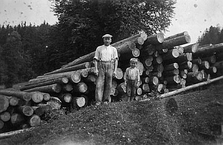 Na snímcích z roku 1942 jsou zachyceni Franz a Marie se synem Josefem
