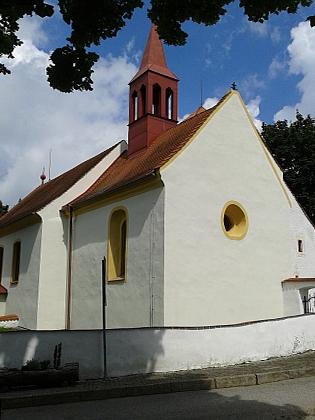 Opravený slavkovský kostel v roce 2016