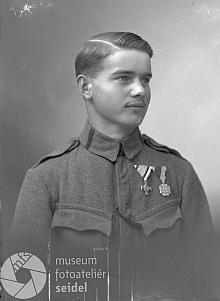 Jako dvacetiletý c.k. voják na snímku českokrumlovského fotoateliéru Seidel s datem 17. srpna 1918