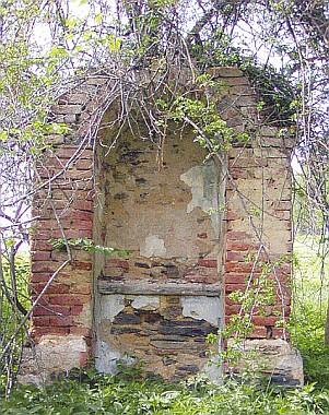 ... a to jediné, co z Cipína zůstalo: rozpadlá kaple...