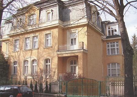 Obálka (2007) výboru z jejího díla (Böhmerwaldheimatkreis Prachatitz, Lehrberg)