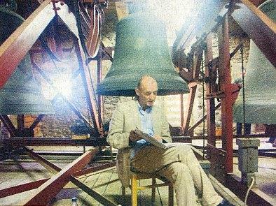 """Na kostelní věži v bavorském Regenu čte roku 2004 ze své knihy """"Stifter Skizzen"""""""