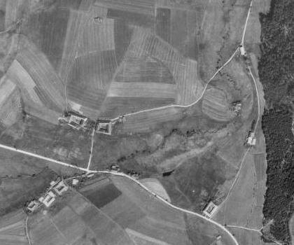 Zaniklá rodná Loutka na leteckých snímcích z let 1947 a 2008 (viz i Franz Xaver Heidler)