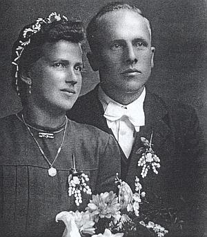 Svatební fotografie rodičů z roku 1948