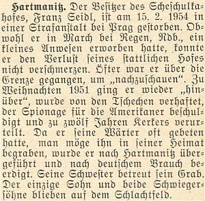 """Zpráva o smrti majitele Scheschulkahofu Franze Seidla, který byl zadržen o Vánocích roku 1951 na hranicích jako údajný americký špion, odsouzen ke 12 letům vězení a poté, co vúnoru roku 1954 v pražské trestnici skonal, byl podle vlastního přání pochován """"doma"""" vHartmanicích - ve válce mu předtím zahynul jediný syn a oba zeťové"""