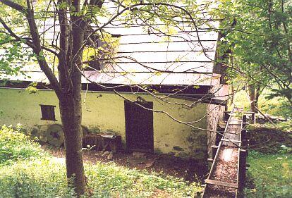 ... a mlýn původně zvaný Sterzmühle, kterému se nyní říká Žežulka