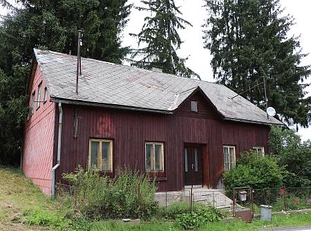 Stav domu v roce 2021 - je opuštěný a chátrá
