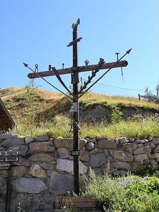 Kohoutí kříže v St. Véran, vesničce v departementu Hautes Alpes (Horní Alpy) v jihovýchodní části Francie