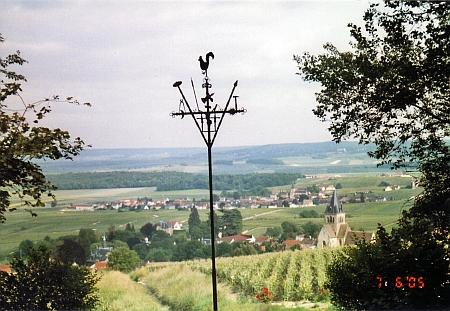 Další francouzský kohoutí kříž, tentokrát ze Champagne, nedaleko Remeše