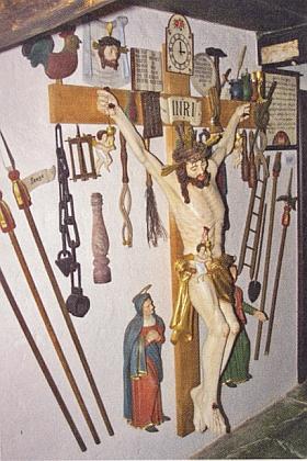 """""""Waffen-Christi-Kreuz"""" s kohoutem a hodinami nastavenými""""na třetí odpoledne"""" kdy Kristus dokonal"""