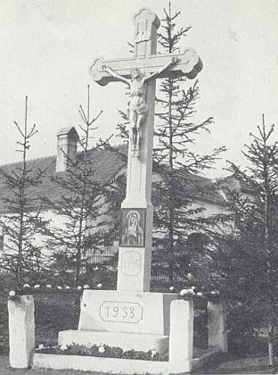 Kříž v zaniklých Mikolech, vysvěcený dne 28.května roku 1933