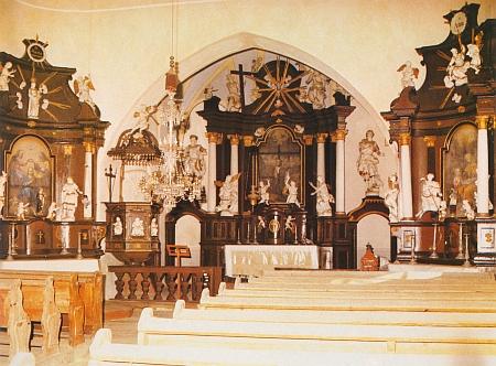 Vnitřek farního kostela sv. Isidora v rodných Děpolticích na snímku Dietera Raische