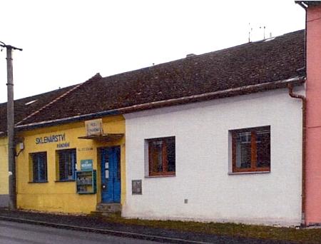 Rodný dům v Horním Nýrsku čp. 39, kde ševcoval jeho otec