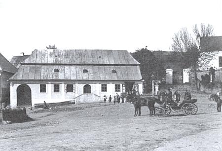 Učitelskou dráhu začal v Dešenicích (místní škola je tu zachycena na snímku, pořízeném někdy kolem roku 1915), pak působil v Orlovicích, ve Staré Lhotě a nakonec v Nýrsku