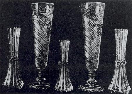Skla podle návrhů architekta Jana Kouly pro sklárnu v Adolfově z roku 1891 na snímku ze sbírek Muzea Šumavy