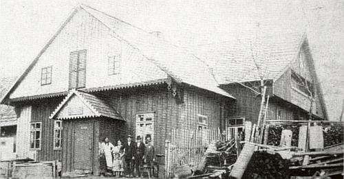 Hostinec v Michlově Huti stával na místě bývale Helmbašské a později Michlově huti, pojmenované po Michaelu Müllerovi,      který zde v roce 1683 vynalezl novou technologii výroby křídového skla, proslaveného českého křišťálu