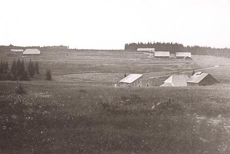Někdejší sklářská osada Zlatá Studna na starých pohlednicích