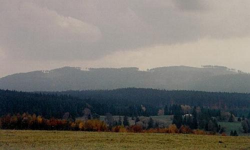 Lysá a Knížecí Stolec od Arnoštova na snímku z října 2008