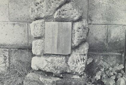 Skladatelův hrob ve Vimperku, nápis na náhrobku, který zachycuje snímek, je ovšem už nečitelný