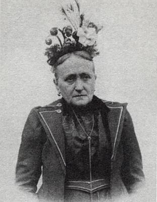 Jeho matka Fanny jako vdova ve svátečním