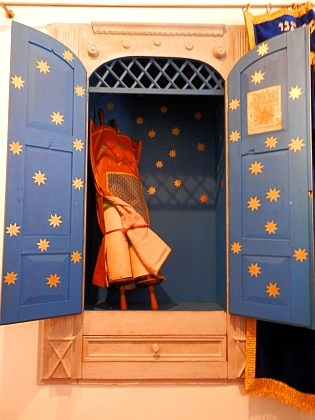 Svatostánek zimní modlitebny synagogy veČkyni s tórou, nalezenou na půdě