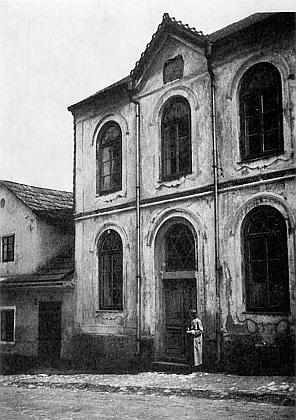 Jediná dosud nalezená stará fotografie synagogy vHartmanicích, podle níž se postupovalo při rekonstrukci