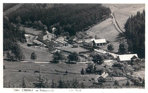 Pohlednice českokrumlovské firmy Wolf zachycuje také továrnu rodiny Blochovy v Chlumu