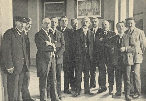 S profesory německého budějovického gymnázia (třetí zleva, pátý zleva stojíOttoWilder)