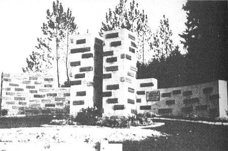 """Původní podoba památníku """"Dichterstein """", kde byl vsazen i kámen s jeho jménem, ..."""