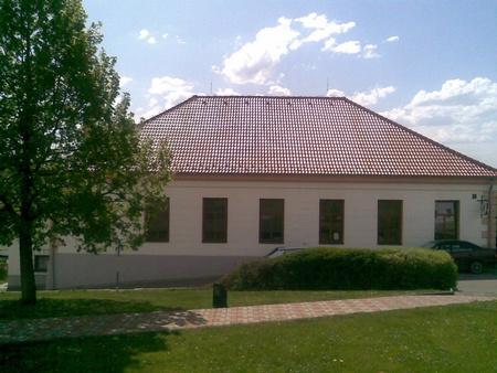 Bývalá škola ve Starých Hodějovicích, kde také učil