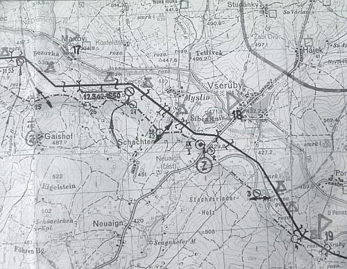 """Mapa s vyznačením dislokovaných pohraničních rot u Bohmannovy rodné vsi Mysliv při tzv. """"hranici míru a socializmu"""" až do roku 1989"""