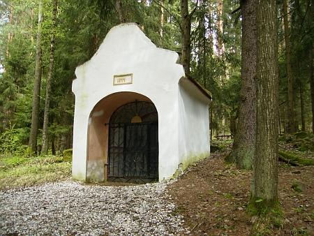 Farní a Lurdská (jeskynní) kaple u cetvinské křížové cesty